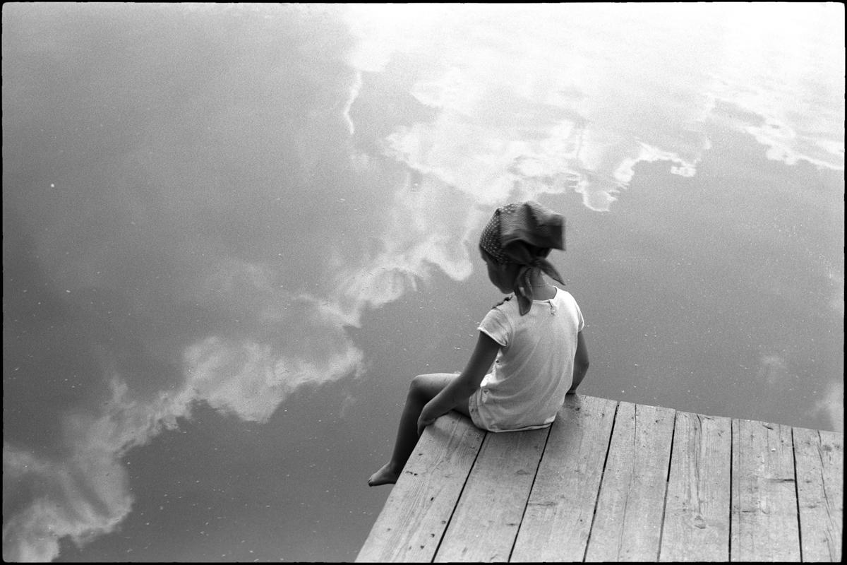 Печаль картинки черно белые